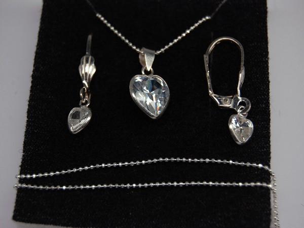 Stříbrný komplet s kamenem srdíčko komplet náušnice, řetízek, přívěsek
