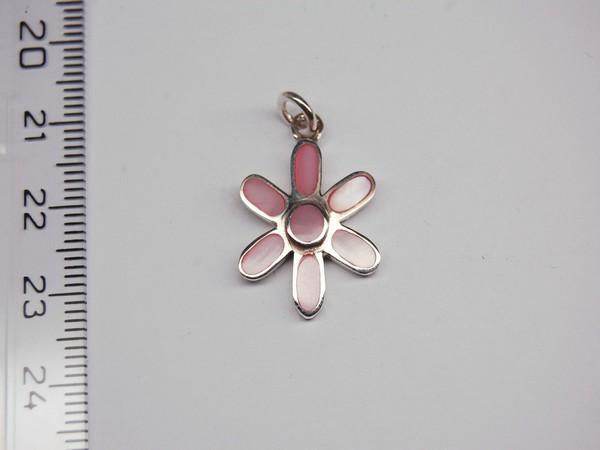 Stříbrný přívěsek - růžová perleť - květina