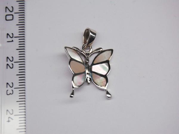 Stříbrný přívěsek - bílá perleť - motýlek