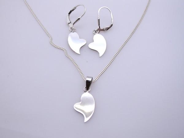 Stříbrný komplet - naušnice , přívěsek, řetízek - srdíčka plná, plochá